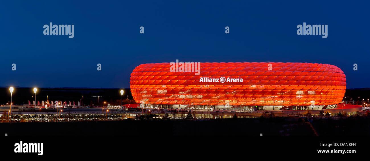 Allianz Arena At Night Stockfotos & Allianz Arena At Night Bilder ...