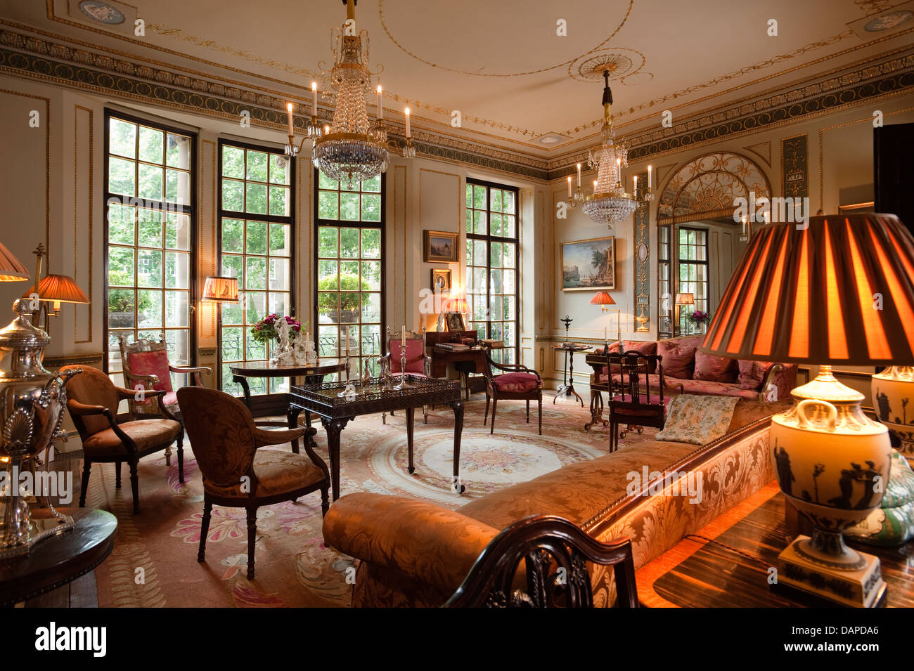 Neoklassisch Rezeption Zimmer dekoriert mit Louis XVI geschliffenes ...