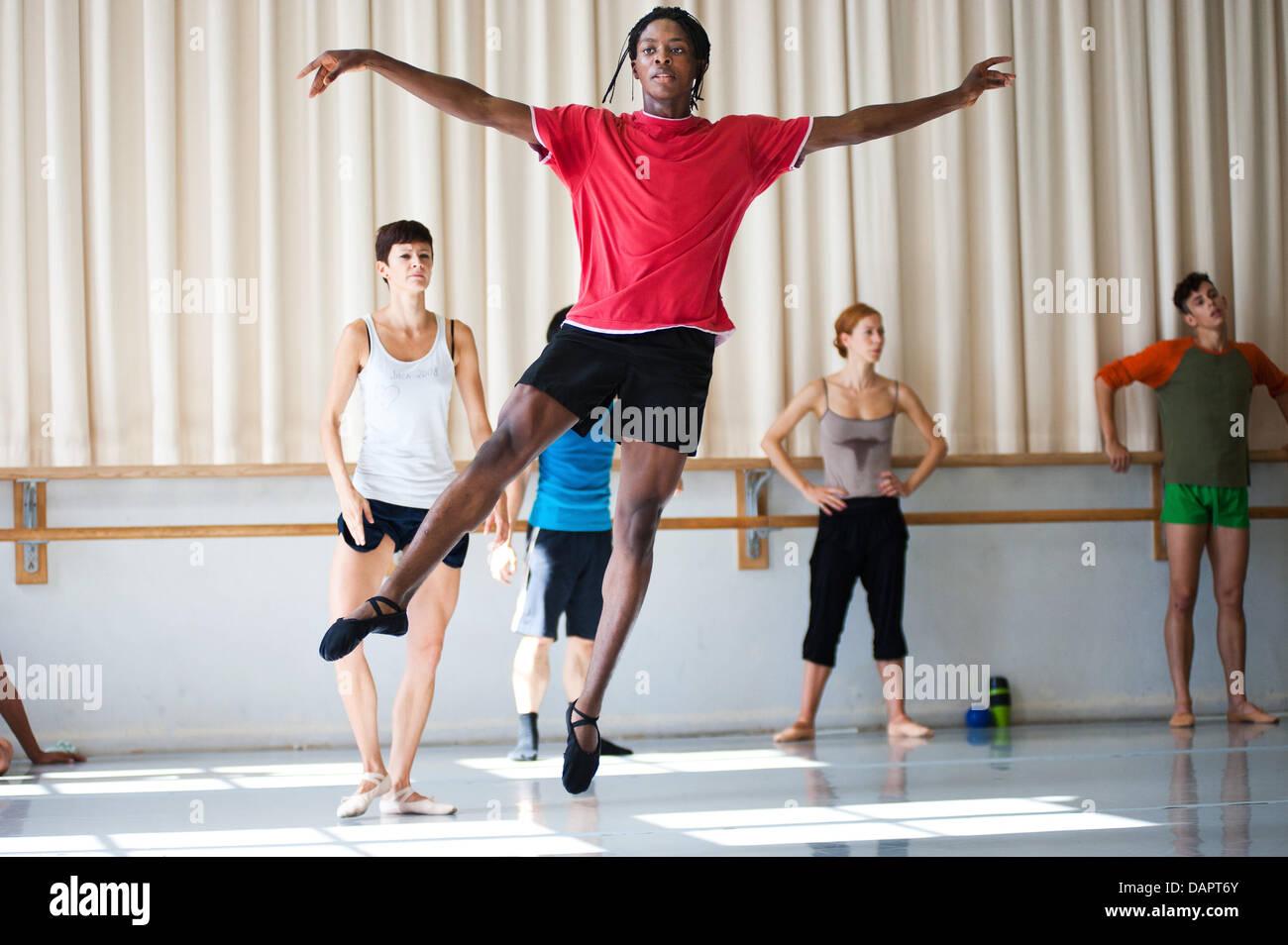 Ballett-Tänzerin Jamie Mejeh Praktiken bei der Saarländischen Staatstheater Donlon Dance Company in Saarbrücken, Stockfoto
