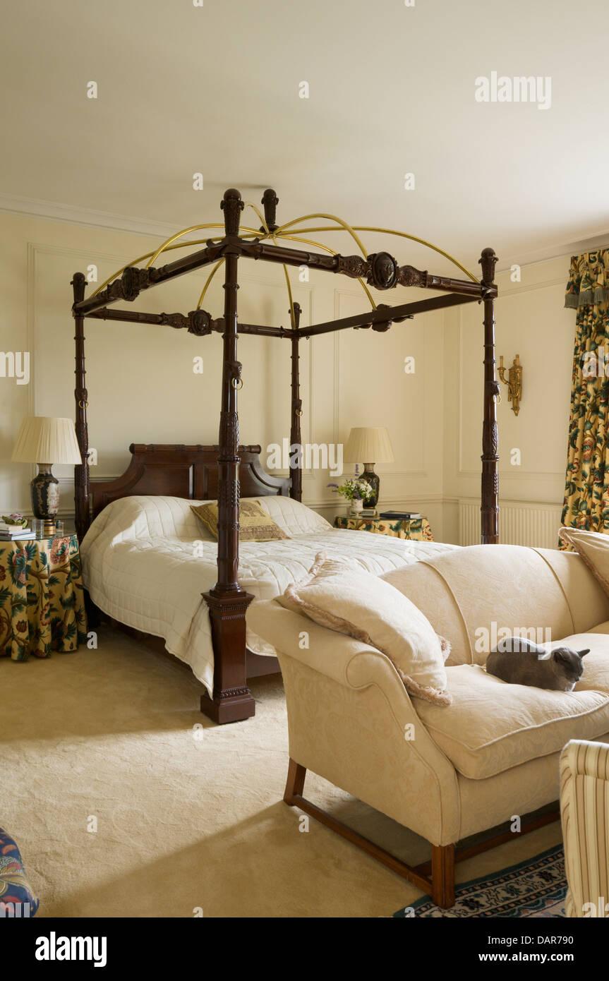 Schlafzimmereinrichtungen Bett Im Schlafzimmer Mit Full Length