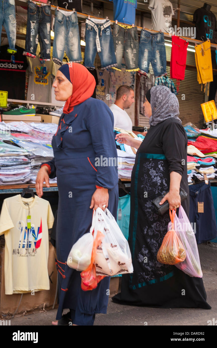 b8cd6652bf Kleidung Israel Tel Aviv Carmel Markt childrens' Stall shop shop arabische  Frauen Damen Shopping im hijab thorb thobe Robe
