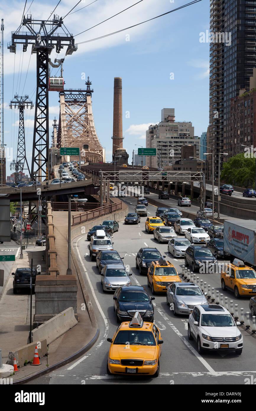 Verkehr auf der Queensboro Bridge Island New York City Stockbild