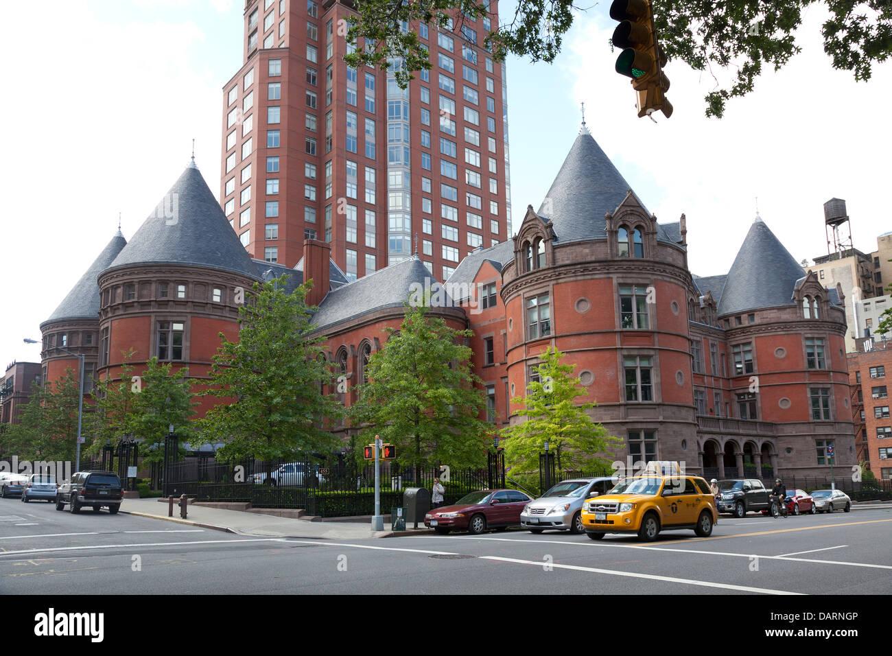 Der ehemalige New York Cancer Hospital, jetzt Luxus-Eigentumswohnungen in New York City Stockbild