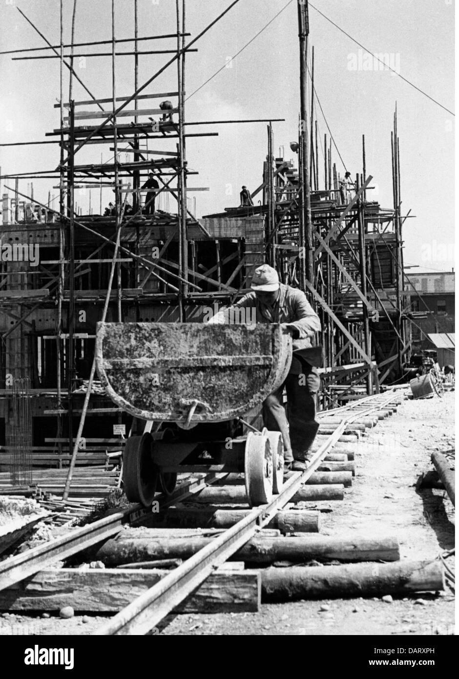 Post-Periode, Wiederaufbau, Deutschland, Hausbau, Kipper, 1950er Jahre, Schienen, Baustelle, im Bau, Arbeiter, Stockbild