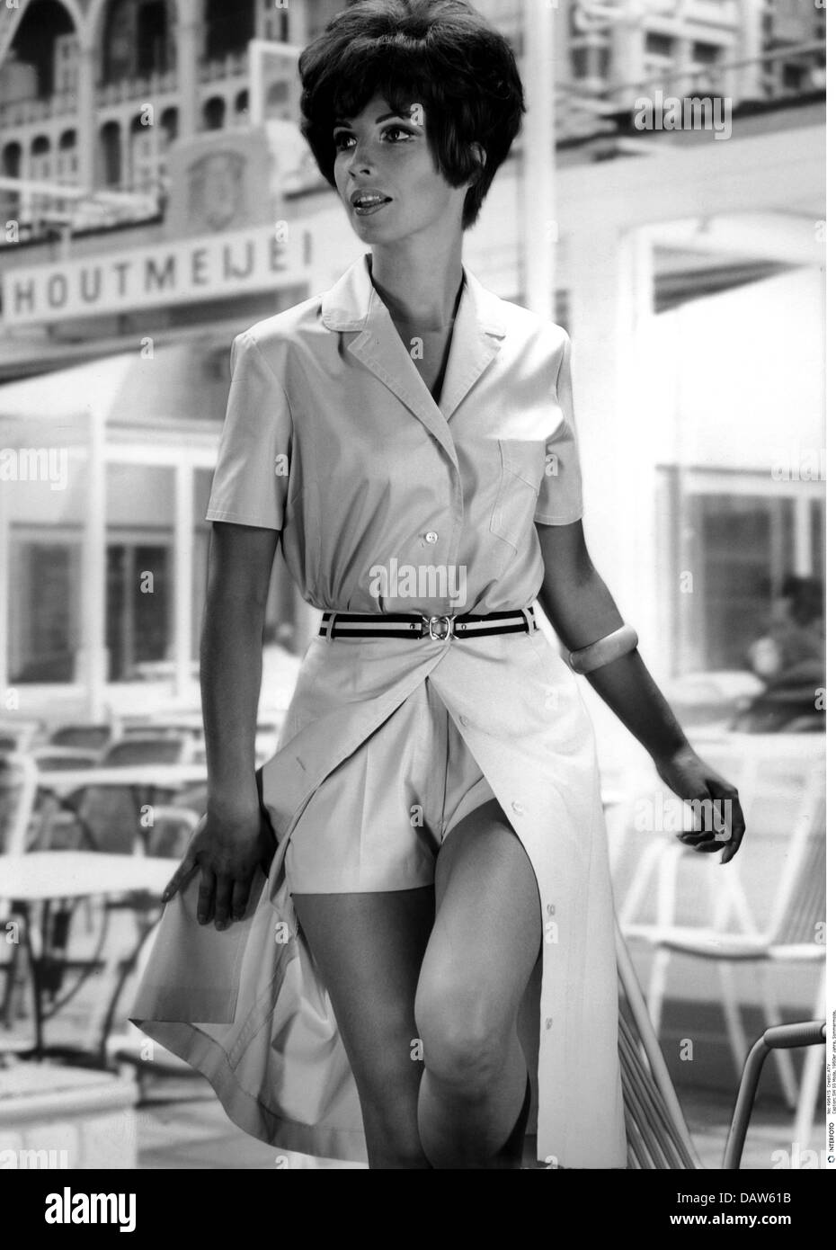 Mode 1960er Jahre Sommer Kollektion Modell Tragt Zweiteiler Hemd