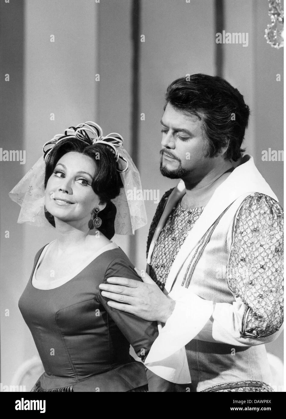 """TV-Show, """"Festliche Soiree mit A. Rothenberger und H. Beute"""", DEU 1970, Szene mit: Anneliese Rothenberger, Stockbild"""