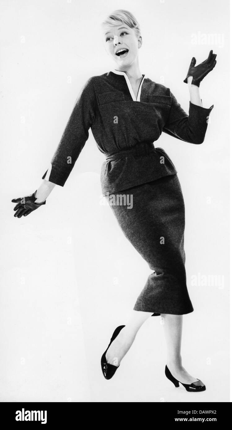 Mode damenmode mode modell in damen anzug 1957 1950er for Mobel 50 jahre