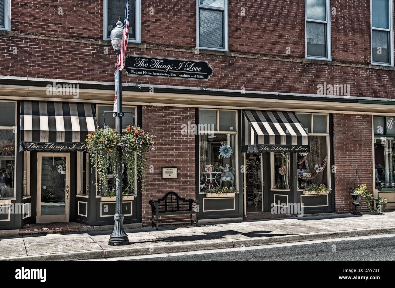 Die Dinge, die ich Liebe, Möbel Shop, Center Street, Manassas, Virginia Stockbild