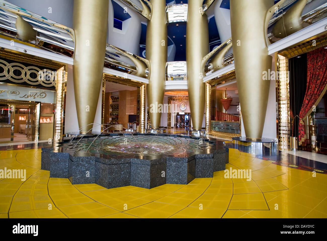 Burj Al Arab Interior Stockfotos Und Bilder Kaufen Alamy