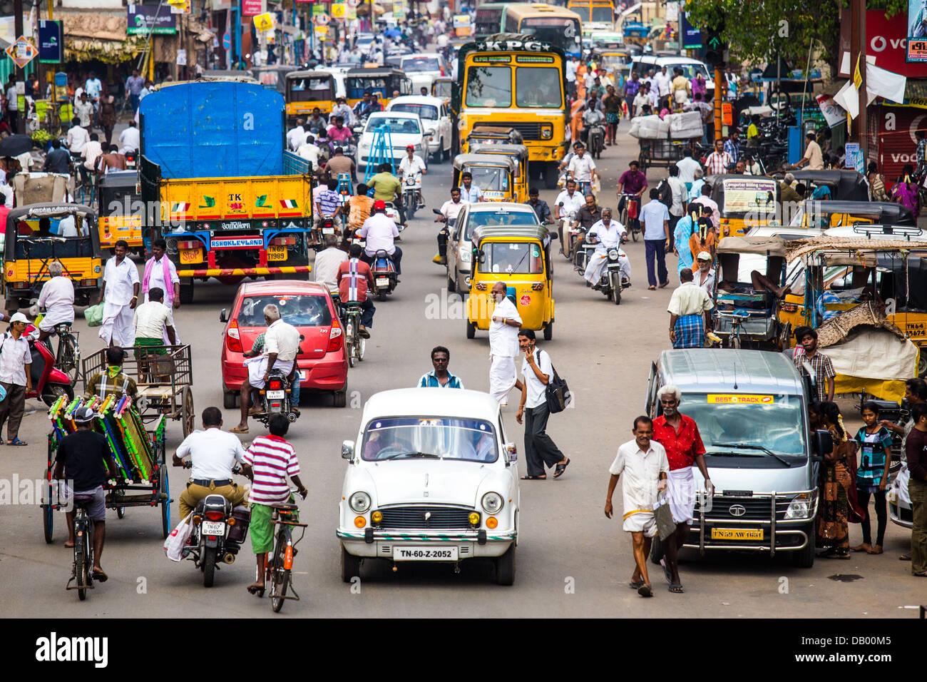 Belebte Straße in Madurai, Indien Stockbild