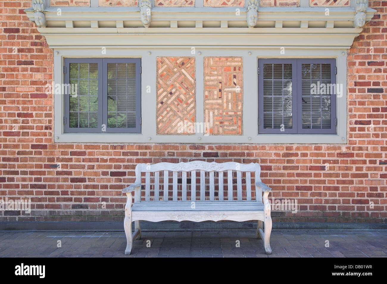 Haus Ziegel außen mit Windows Mauerwerk Rahmendesign und Holzbank ...
