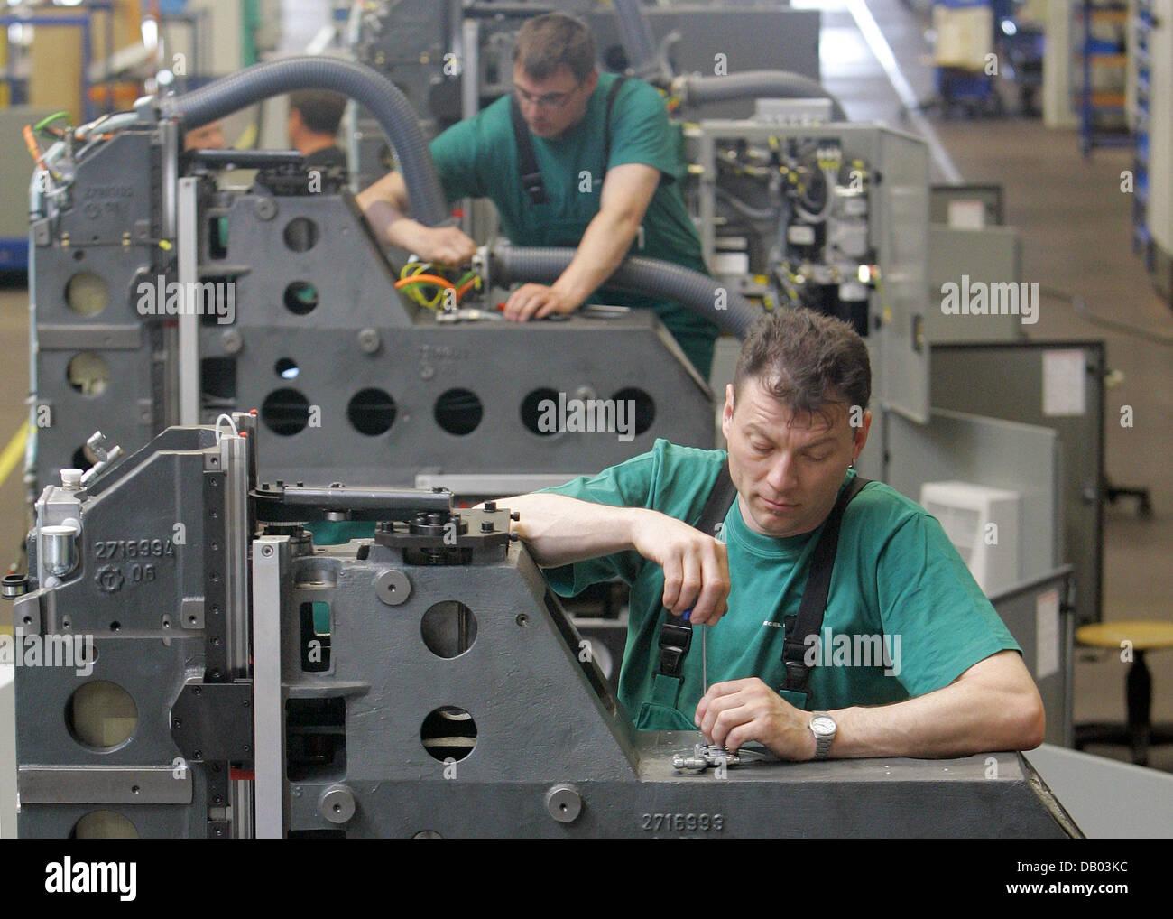 Mitarbeiter oliver dubhorn vorne und karsten archut for Maho deckel seebach
