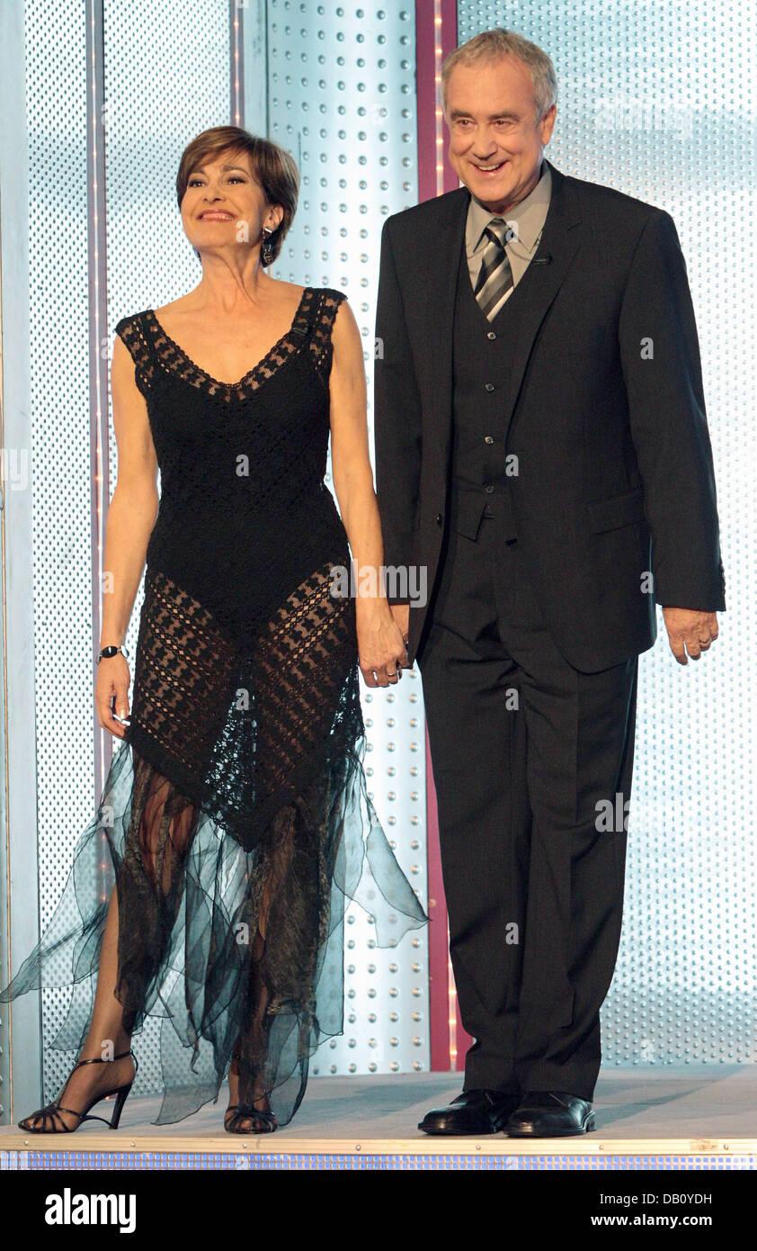 Tv Host Paar Paola Und Kurt Felix Betreten Die Bühne Des Zdf Zweite
