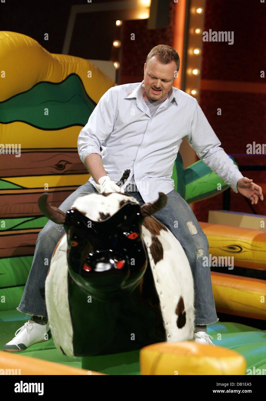 Deutsche Tv Moderator Stefan Raab Nimmt Der Bar Während Eines Spiels