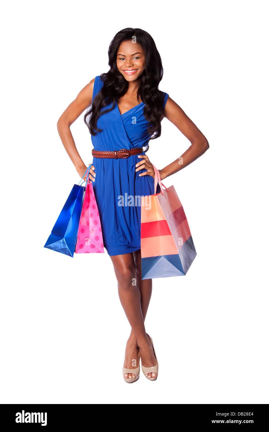schöne glücklich lächelnde mode trägerin einkaufen mit