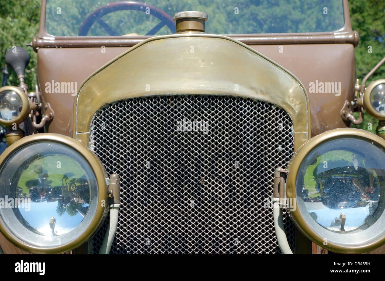 Vorderansicht des antiken Cabrio Auto Hansa-Lloyd aus dem Jahr 1914 Stockbild