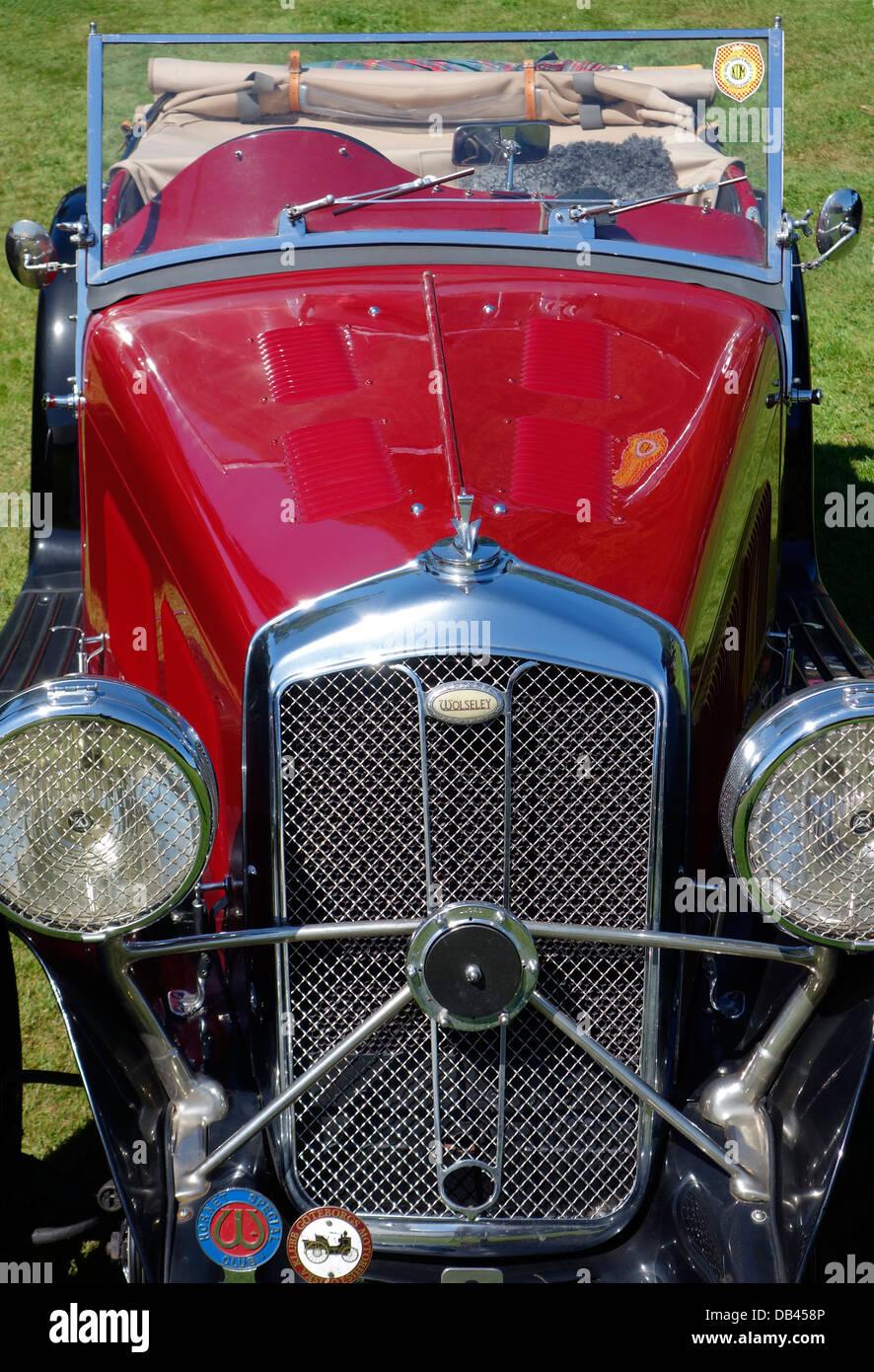 Vorderansicht eines antiken Autos Wolseley Hornet Special Stockbild