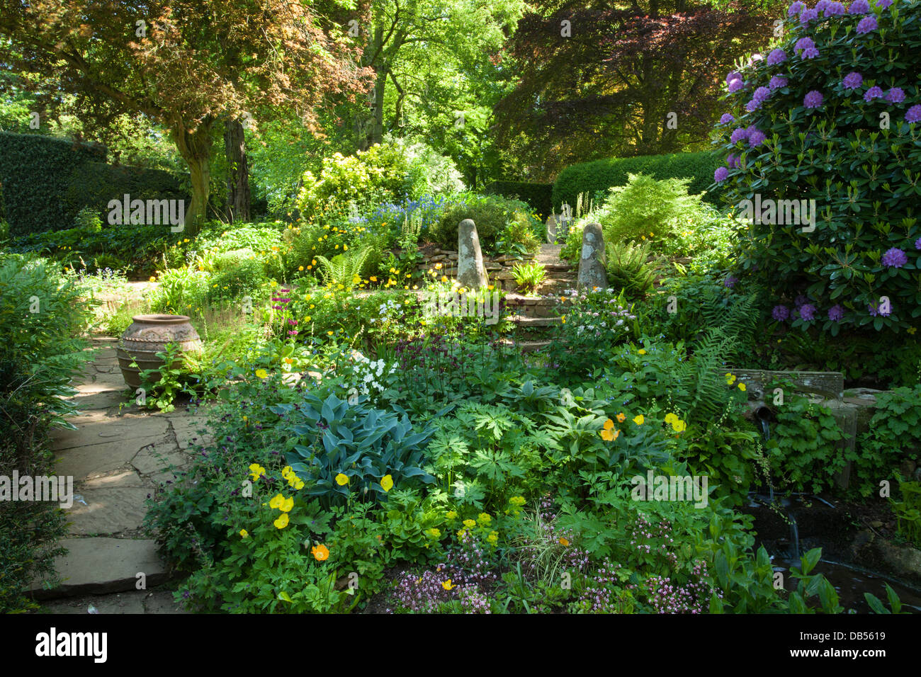 shady gardens stockfotos shady gardens bilder alamy. Black Bedroom Furniture Sets. Home Design Ideas