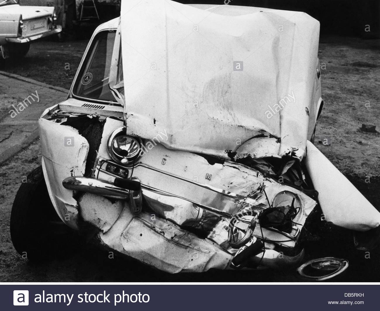 Verkehr / Transport, Autos, Autounfälle, schwer beschädigt, Simca ...