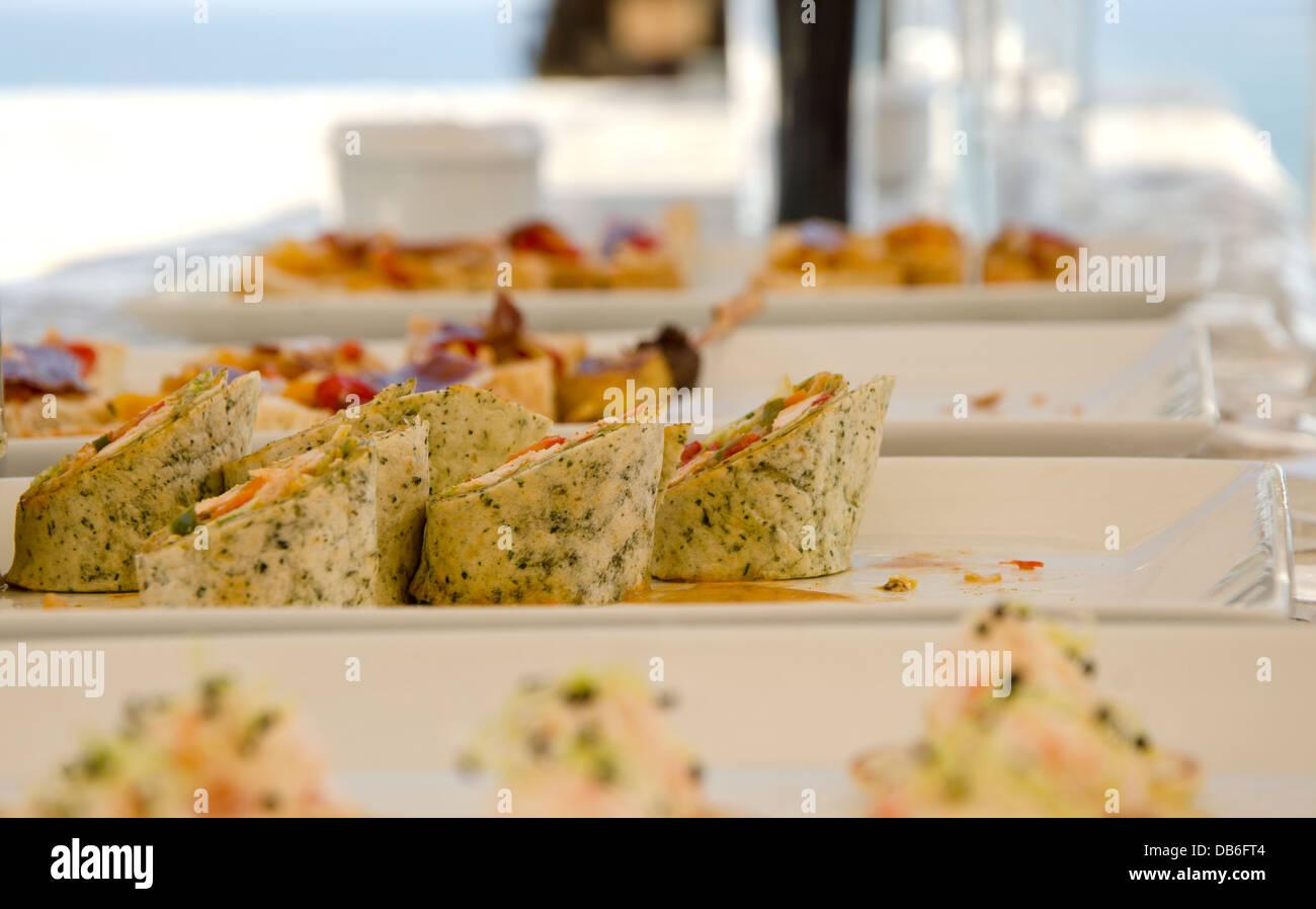 CANape Wraps diente während Cocktailstunde Stockbild