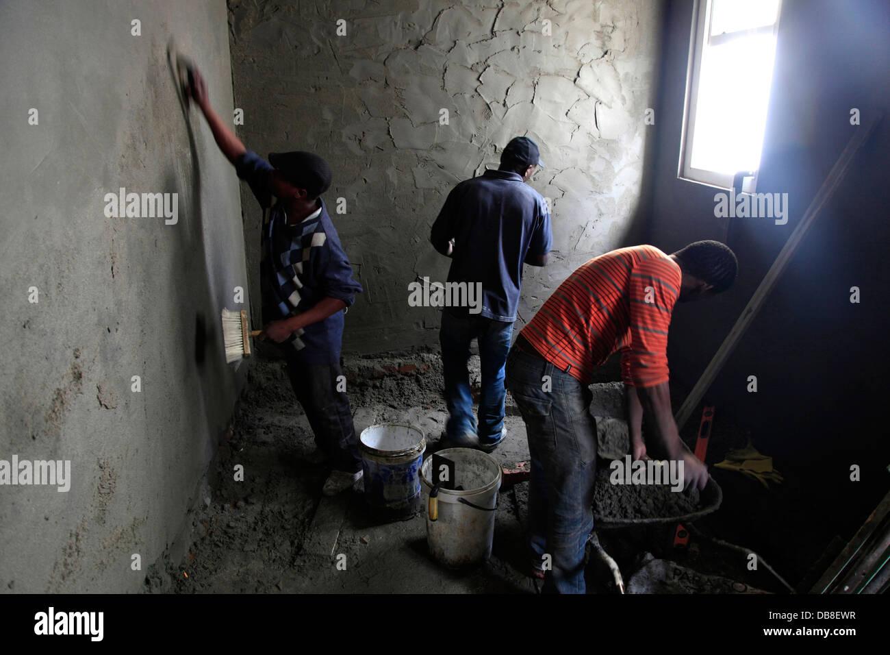 Renovierung am Haus, Verputzen von Wänden, Zement Stockfoto, Bild ...