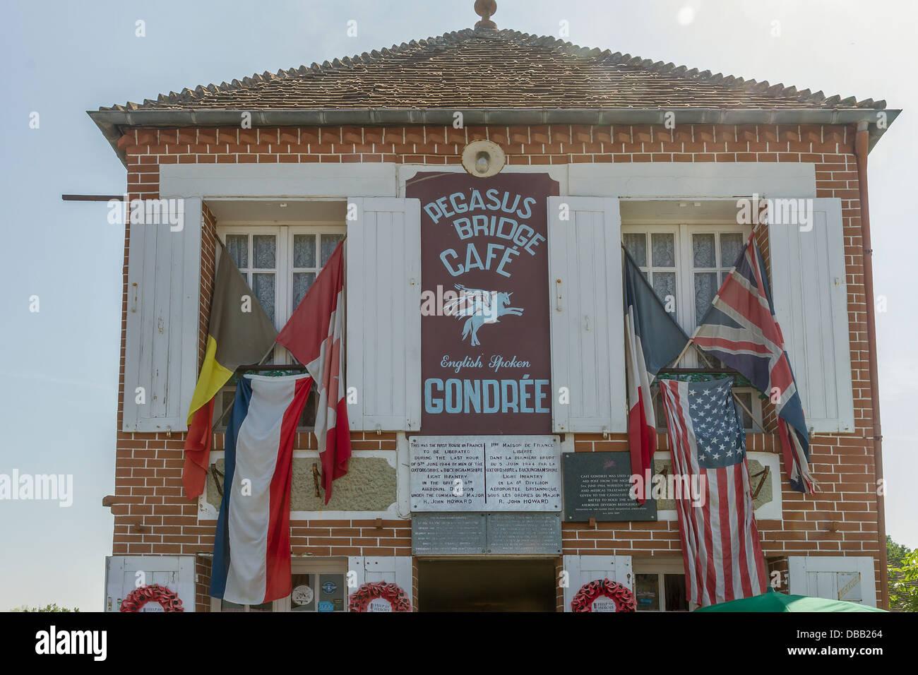 Frankreich Normandie, Batterie, Pegasus Brücke Café, erstes Gebäude am d-Day befreit zu werden Stockbild