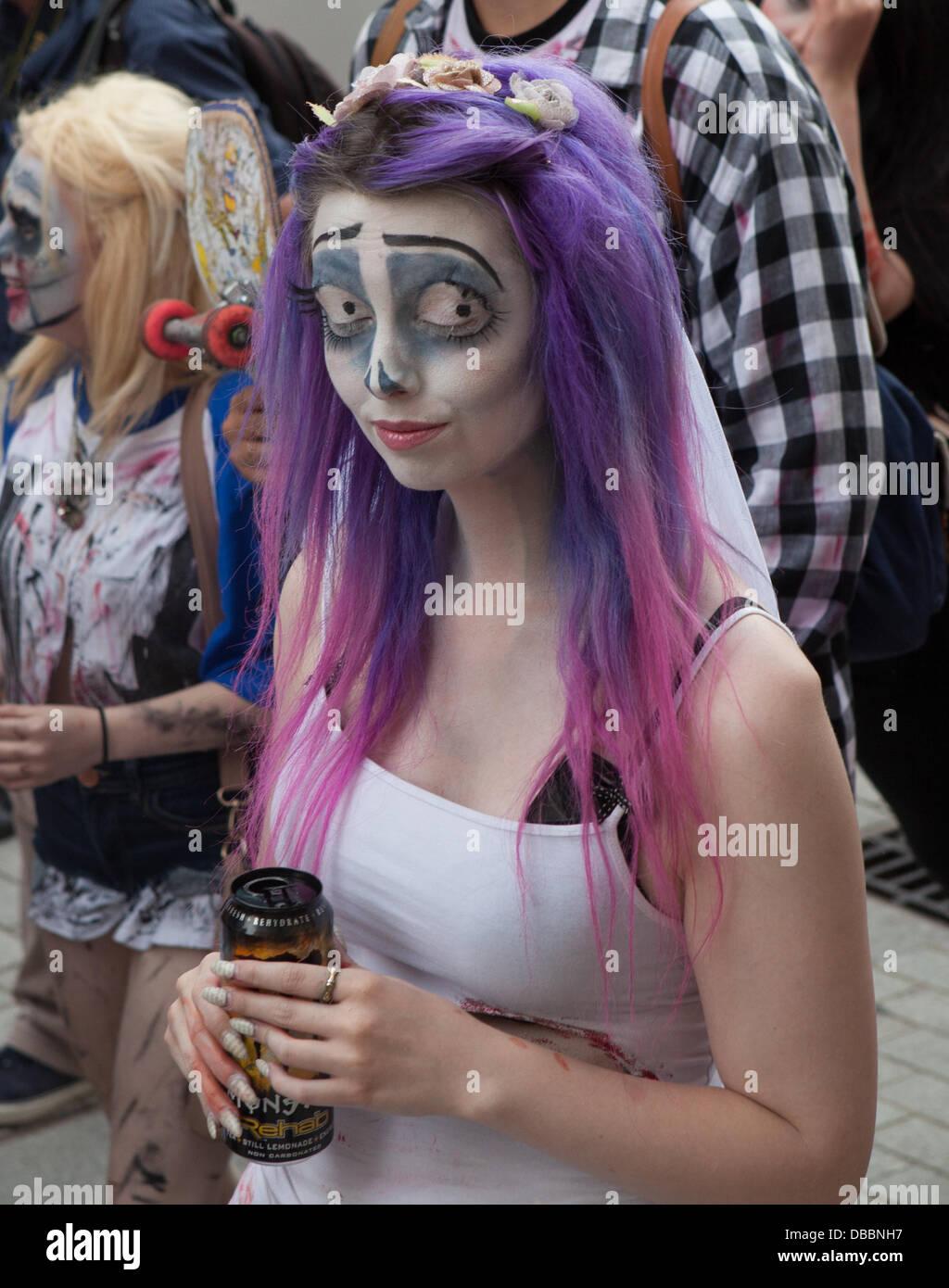 Birmingham, Vereinigtes Königreich. 27. Juli 2013. Der jährliche Birmingham Zombie Walk findet in Birmingham, UK. Stockfoto