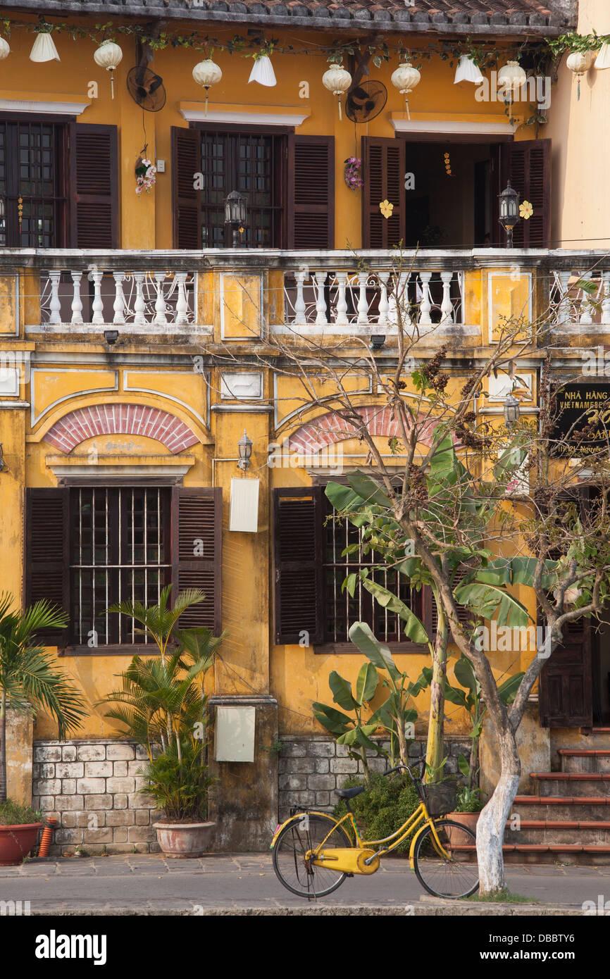Außenbereich des Kolonial-Stil Gebäude in Hoi An, Quang Nam Provinz, Vietnam, Südostasien Stockbild