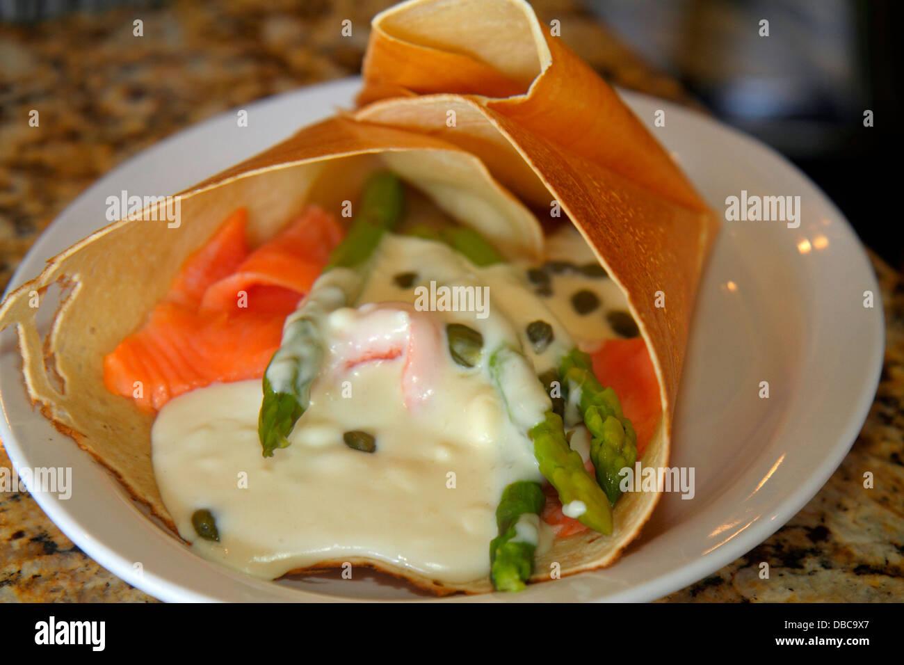 Florida Las Olas Boulevard La Bonne Crepe Restaurant Im Inneren Teller