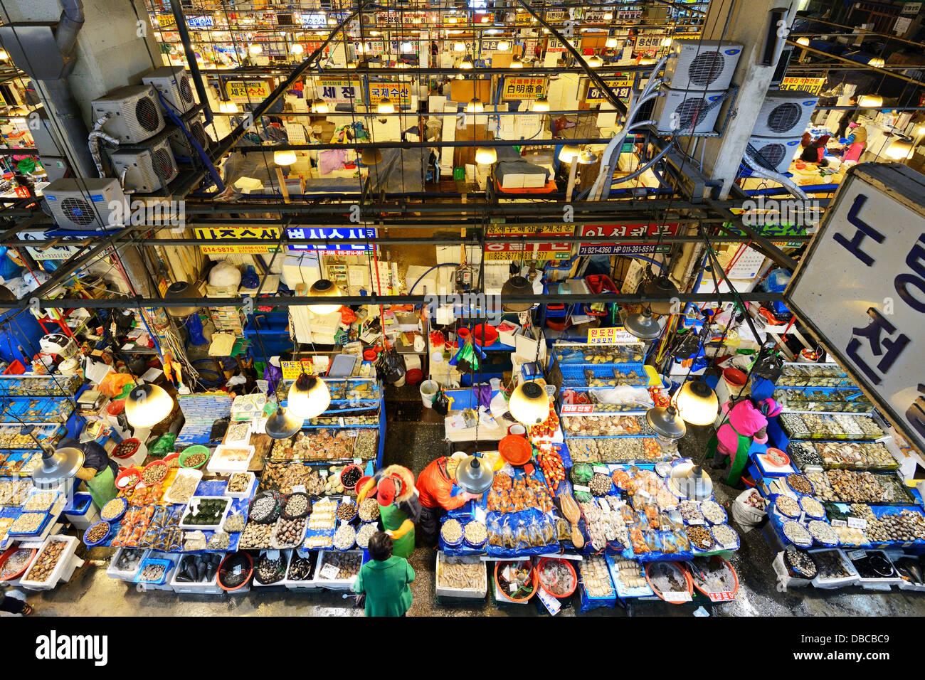 Noryangjin Fischmarkt in Seoul, Südkorea. Stockbild