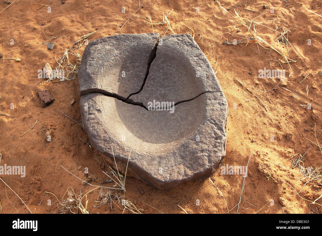 Alten Schleifstein in Sahara Wüste Norden von Mali, Westafrika Stockbild