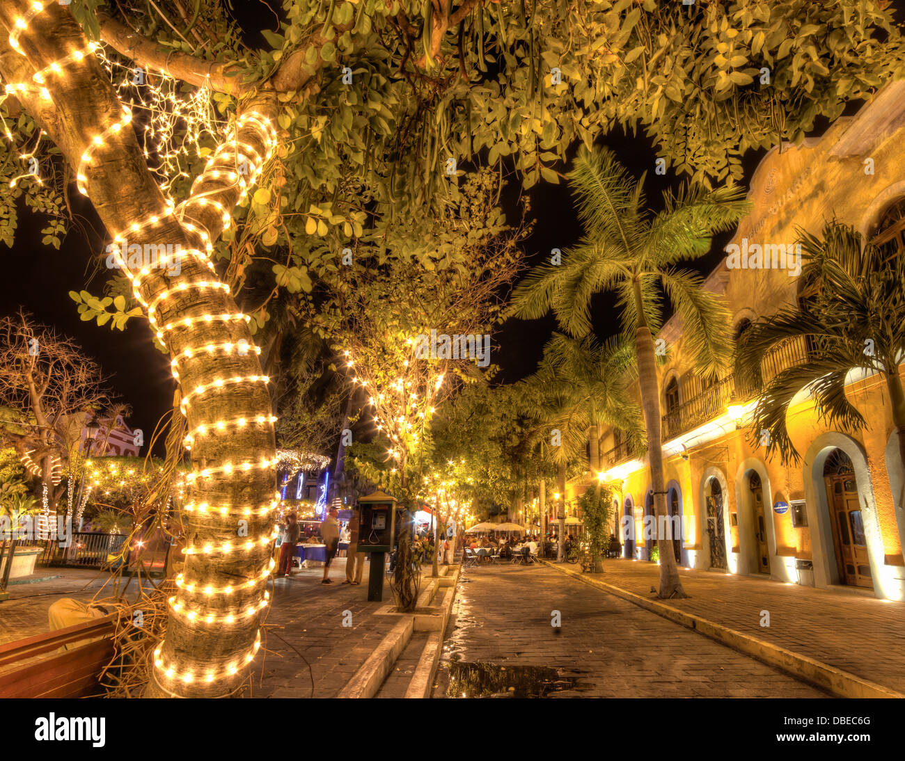 Leuchtet, bringen Sie die Plaza Machado zum Leben in Mazatlan Viejo, Sinaloa, Mexiko. Stockbild