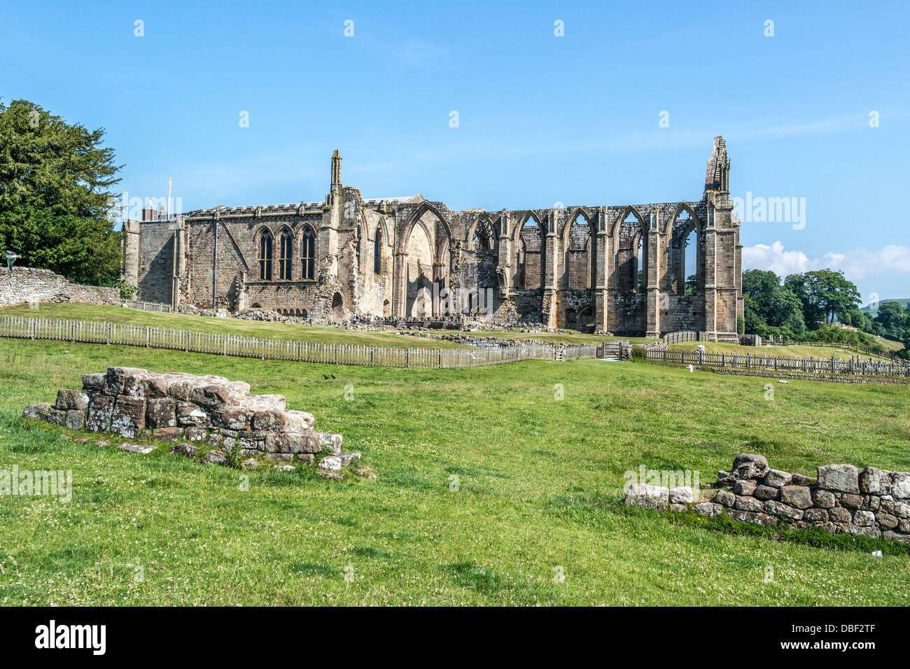 Bolton Priory in Bolton Abbey, Wharfedale North Yorkshire Dales, Augustiner Kloster aus dem 12. Jahrhundert Stockfoto