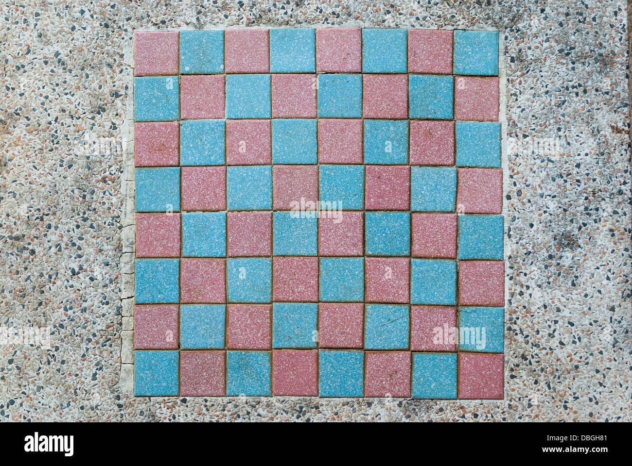 Schachbrett auf marmortisch stockfoto bild 58757105 alamy for Schwarzer marmortisch