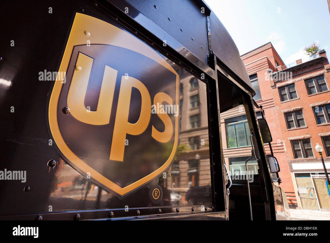UPS-Logo auf Lieferwagen - USA Stockbild