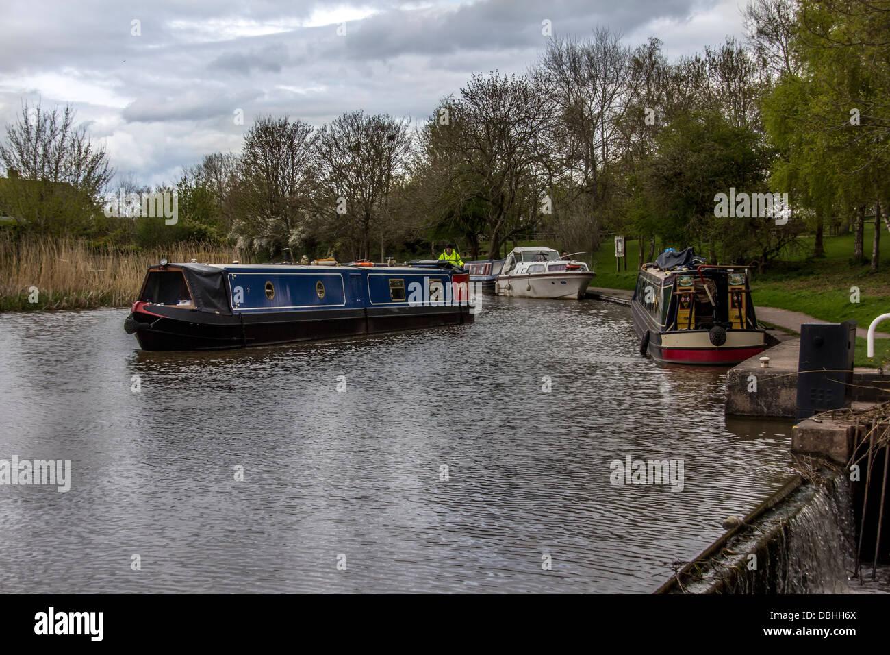 Langes Boot am Kanal, Trent und Mersey Kanal Cheshire Stockfoto