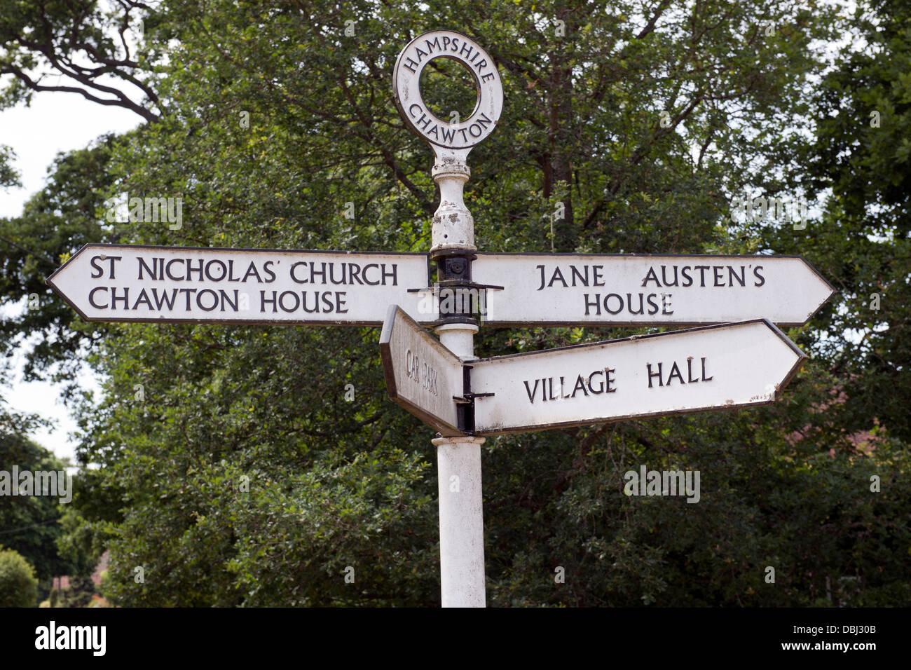 Finger-Post in Chawton Dorf, Hampshire, England, UK. Stockbild