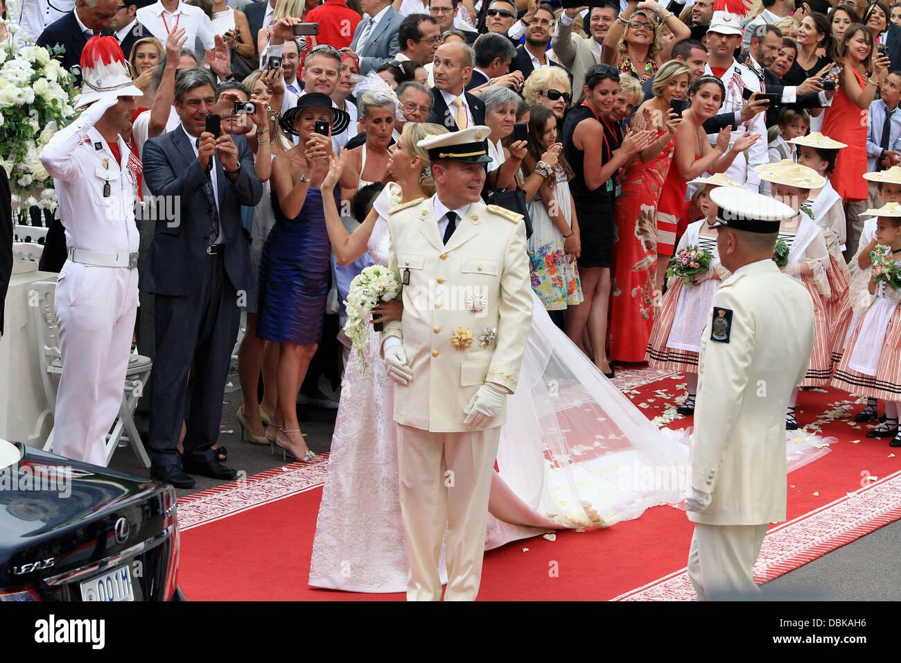 Fürst Albert II von Monaco und Charlene Wittstock Religious Zeremonie für die königliche Hochzeit von Prinz Albert II von Monaco, Charlene Wittstock im Ehrenhof im fürstlichen Palast Monte Carlo, Monaco - 02.07.11 Stockfoto