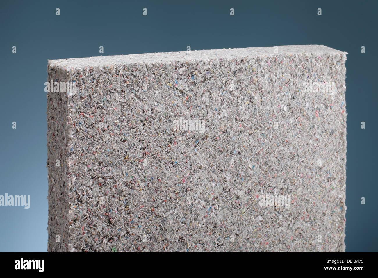 Zellulose Isolierung Batt Platte, aus recyceltem Zeitungspapier, als Gebäude-Wärmedämmung verwendet. Stockbild