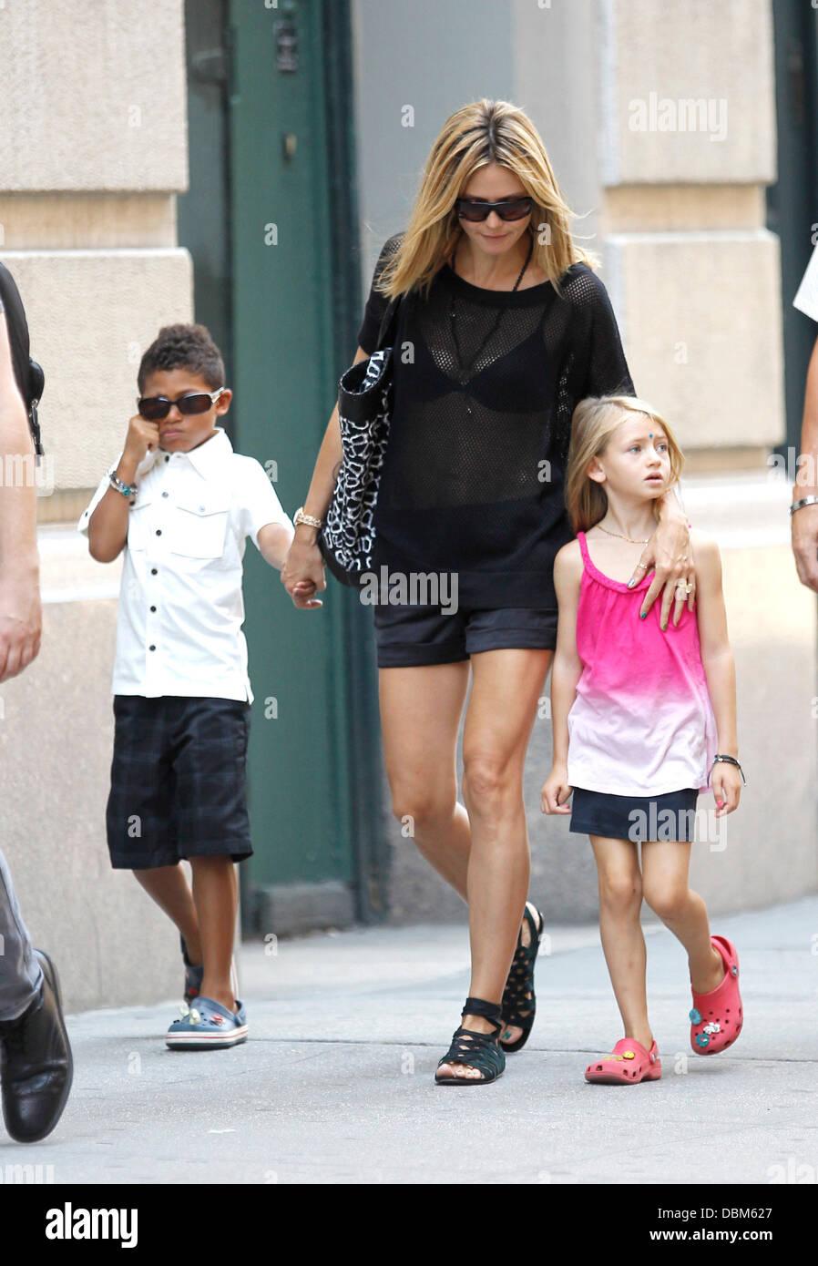 Heidi Klum Mit Ihrer Tochter Leni Und Sohn Johan Wandern In