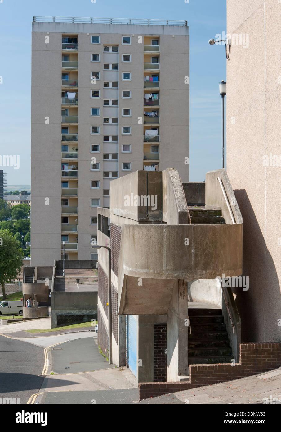 1960er Jahre gestylt Hochhaus Wohnungen mit Deco-Treppe Stockbild