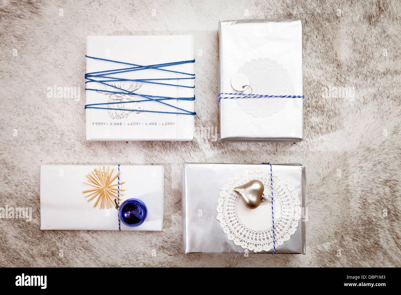 Weihnachtsdekoration, Vielzahl von Geschenk-Boxen, München, Bayern, Deutschland Stockbild