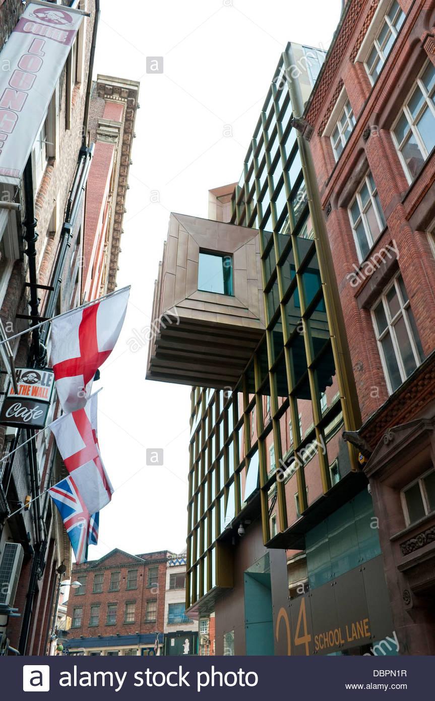 Zeitgenössische Architektur in der historischen Schule Lane, Liverpool, UK Stockbild