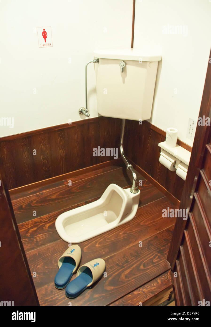 japanese toilet stockfotos japanese toilet bilder alamy. Black Bedroom Furniture Sets. Home Design Ideas