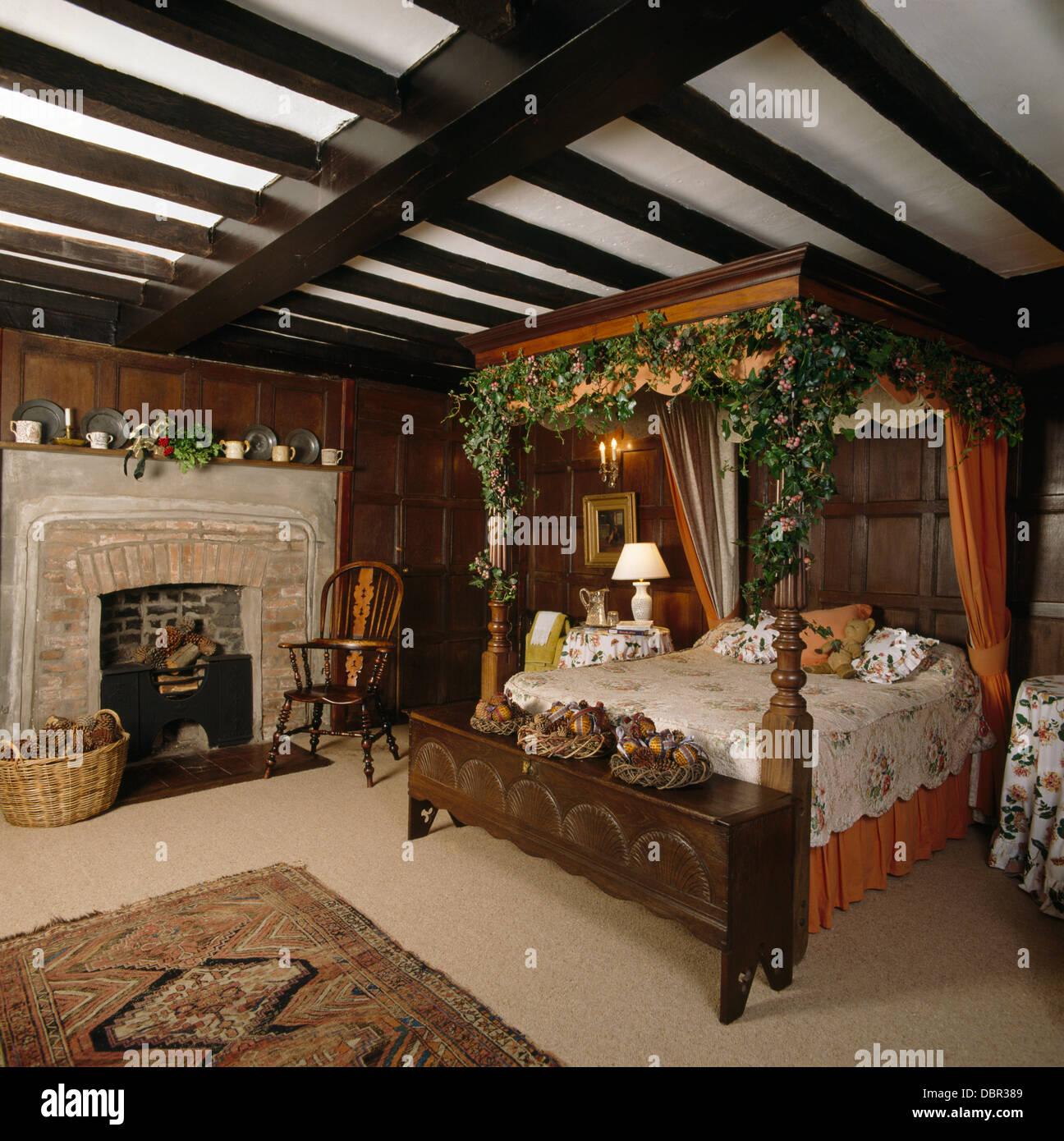 schlafzimmereinrichtungen bett dekoriert zu weihnachten. Black Bedroom Furniture Sets. Home Design Ideas