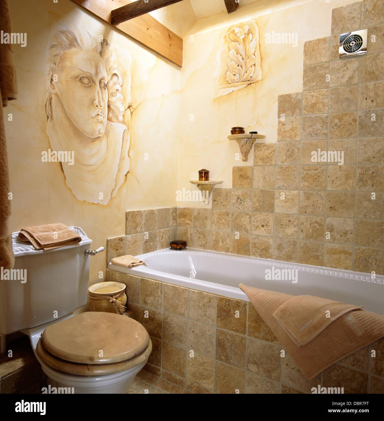 Stein Fliesen Wand Und Bad Surround Im Land Badezimmer Mit Trompe L U0027  Römische Kopf An Die Wand Gemalt
