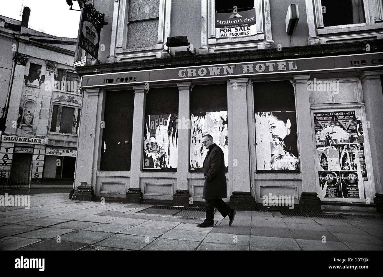 Anfang der neunziger Jahre Bild über das alte Krone Hotel in Devonport, Plymouth, UK. Stockbild