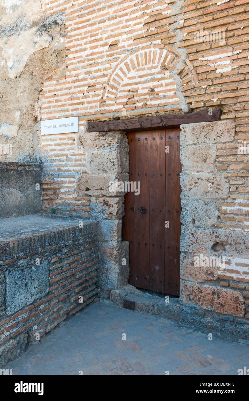 """Die Tür des Turms der Tribute (Torre del Homenaje), in die """"Alcazaba"""" (Festung) von der Alhambra Stockbild"""