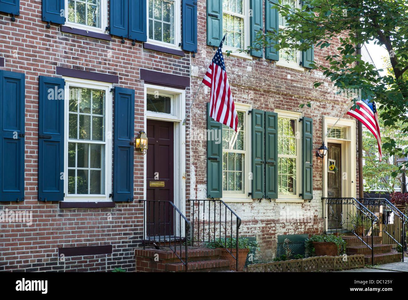 Malerisches Haus im Kolonialstil auf historischen Wald Straße, Burlington, New Jersey, USA Stockbild