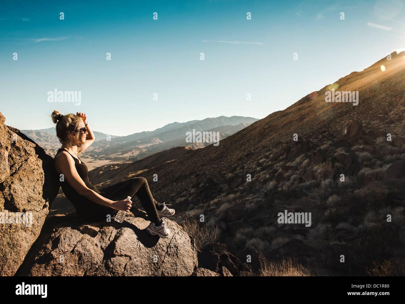 Mitte Erwachsene Wanderer betrachten in Palm Springs, Kalifornien, USA Stockbild